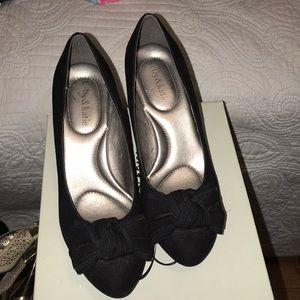 Women's size 8 Suede bow heels